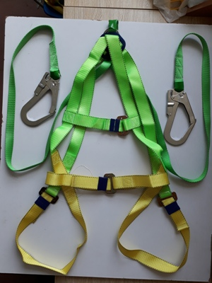dây an toàn toàn thân hai móc trắng